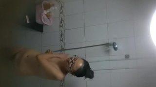 赵帅男室友小奶妹李璐瑶洗澡花了将近一个小时
